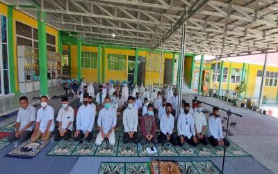 Sholat Hajat di SMK Perpajakan Riau